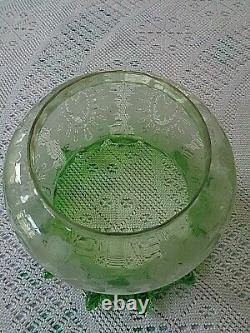 A Good Quality Victorian Very Fine Glass Green Etch Oil Lamp Shade