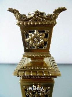 A Superb Fine Quality Cast Brass Decorative Cherub Victorian Oil Lamp Base
