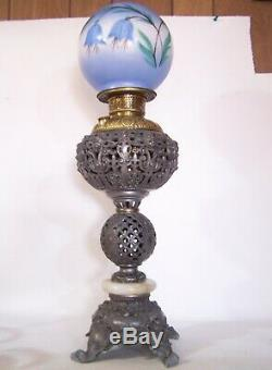 Antique Ornate Matthews & Willard Banquet Oil Kerosene Table Lamp & Shade