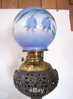 Antique Ornate Matthews & Willard Banquet Oil Kerosene Table Lamp & Shade