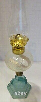 Fenton / Heartlights Sea Glass Green / French Opal Swan Oil Lamp