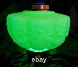 Original Victorian Vaseline Glass oil lamp font 23mm undermount 39mm screw colla