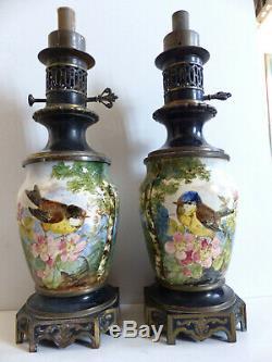 SUPERB PAIR OF ANTIQUE HANDPAINTED & BRONZE OIL KEROSENE LAMPS w. BIRD 1870's