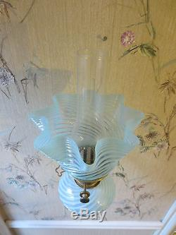 Superb Hinks Victorian Oil Lamp Complete With Original Glass Oil Lamp Shade