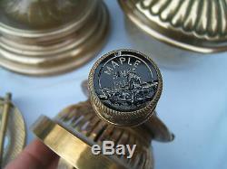 Vintage Hinks Maple Messengers key raising oil lamp font sits in brass base OL30